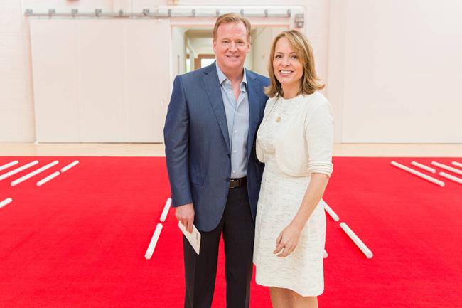 夫唱妇随,NFL总裁妻子在推特上为丈夫匿名辩护