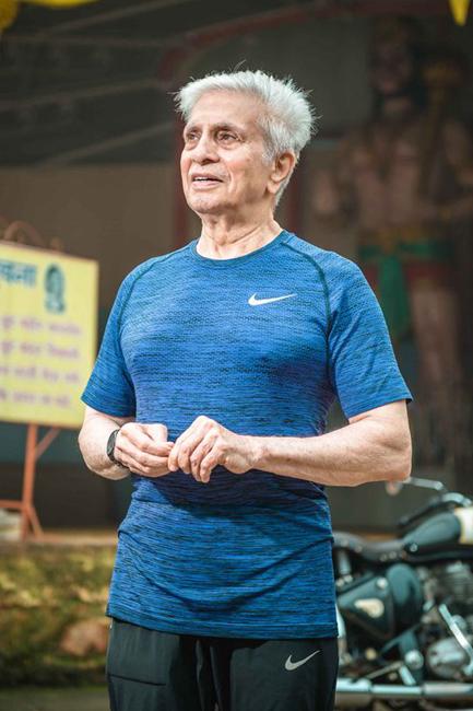 在宗教传统深入骨髓的印度,他开创了一座健身帝国