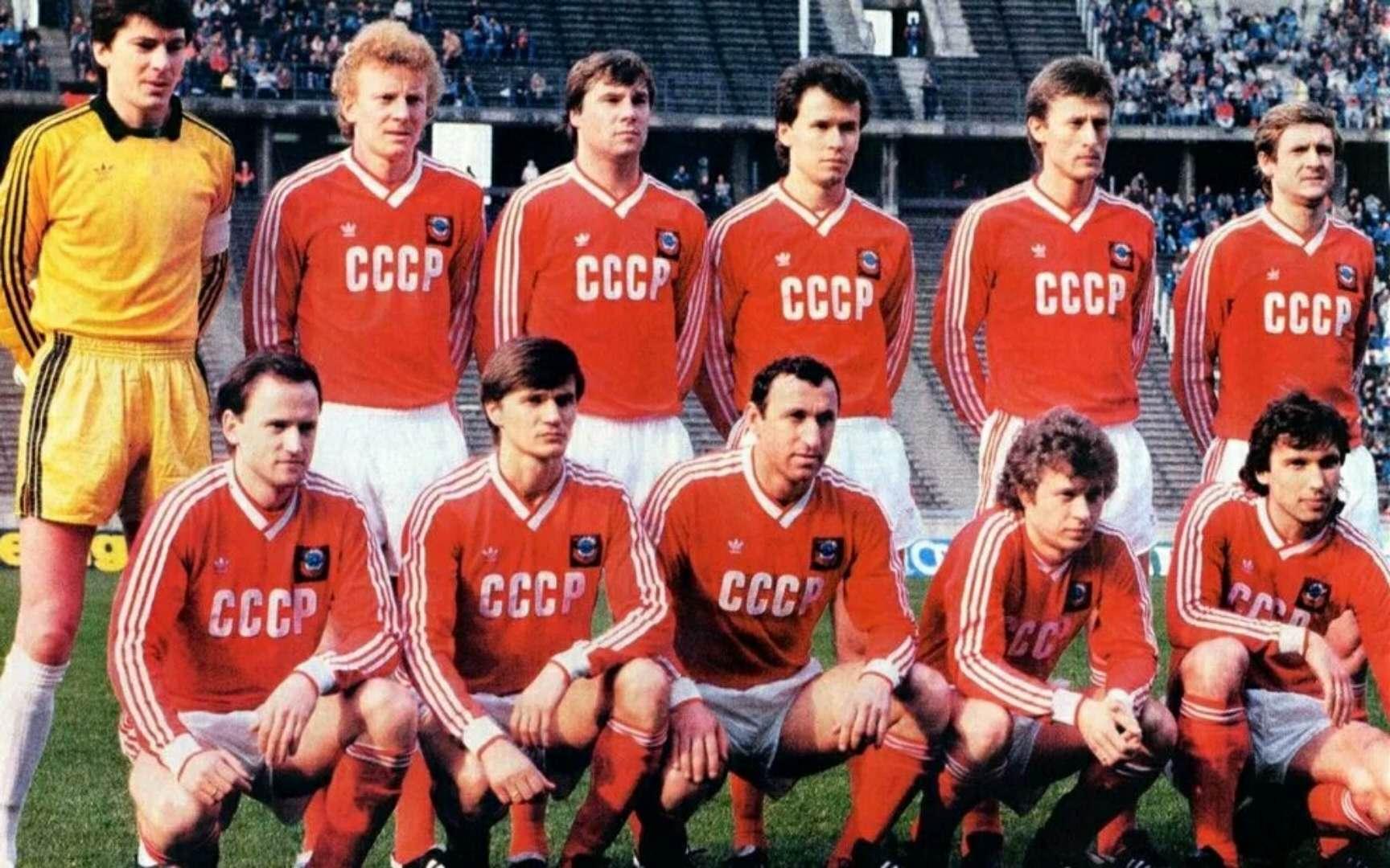 俄罗斯人的三道杠情结:他们结婚真的穿阿迪达斯吗?| B面世界杯