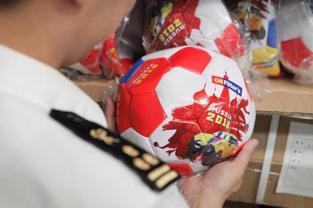 上海海关查获2470个假冒世界杯足球,原计划出口哥伦比亚