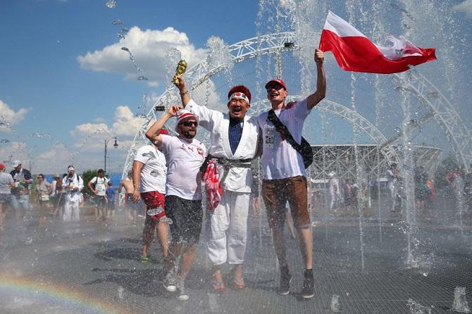 """游客暴增导致世界杯举办地用水紧张,政府倡议居民""""组队""""洗澡"""