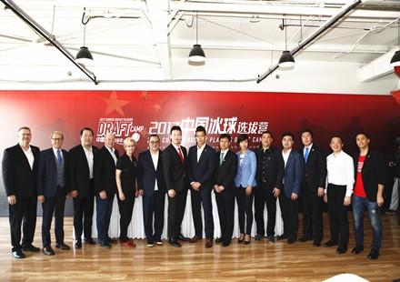 2017中国冰球选拔营启动,昆仑鸿星与CWHL签约助女冰2022冬奥争金
