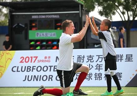 这家由英国人创办的足球培训机构,如何在北京坚持13年?| 创业熊