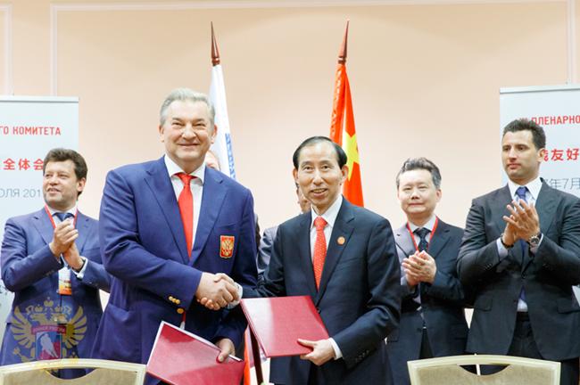 中俄联合明年推出丝路杯超级冰球联赛,我国两队今年参加俄超级冰球联赛