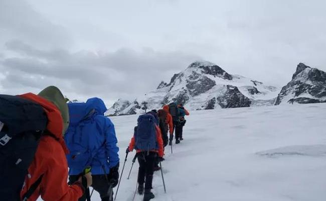 跑完北马,再攀登5000米的雪山是种什么感受 | 韩牧专栏
