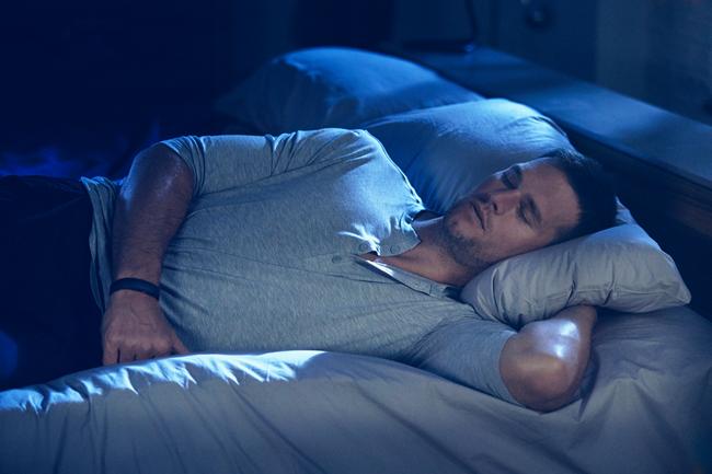 """穿着布雷迪代言的UA""""黑科技睡衣""""睡觉是什么体验?有人亲身试了试"""