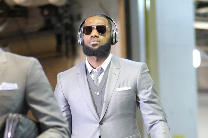 从大巴车到球馆:NBA球员通道中的时尚秀场