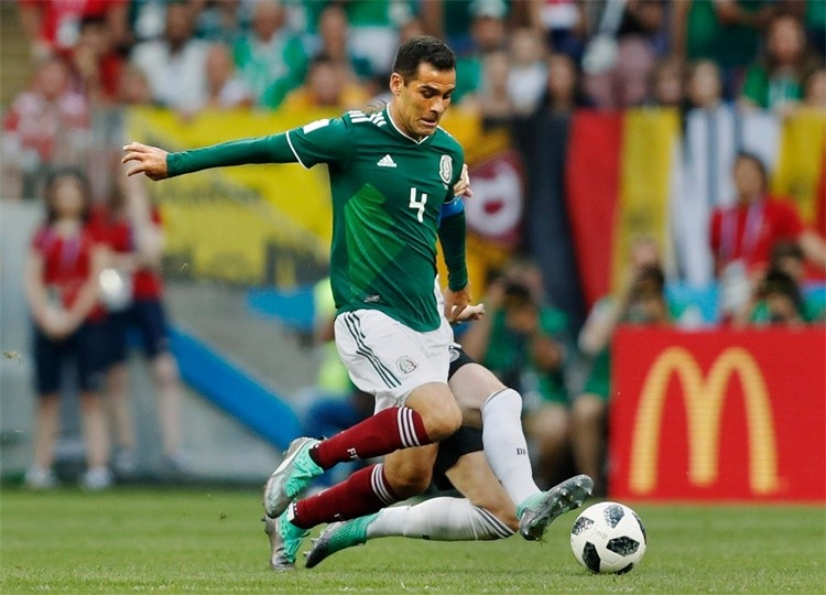 """出战五届世界杯平历史纪录,这名传奇中卫却成了墨西哥的""""大麻烦"""""""