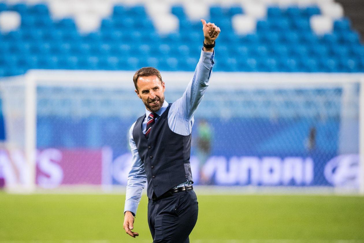 英格兰在世界杯上火了,也带火了索斯盖特的西装马甲