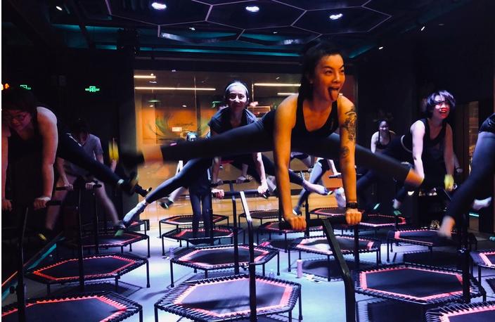 开业3个月成点评北京健身热榜第一,主打蹦床团操课的JumpLife能继续火吗?|创业熊